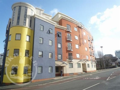 2 bed penthouse apartment just off Broad Street - sleeps 6